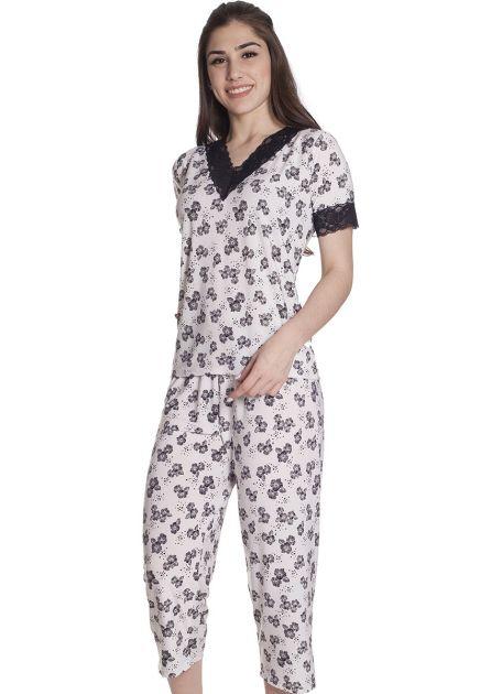 Pijama Feminino Plus Size Fechado Liganete com Renda e Calça Capri em estampa de Flores